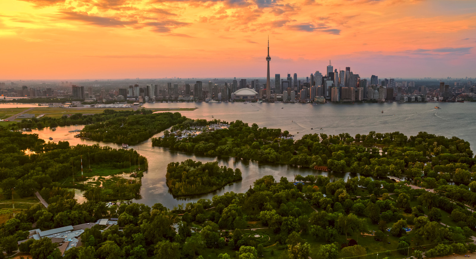 Discover Toronto and the best neighbourhoods for shopping